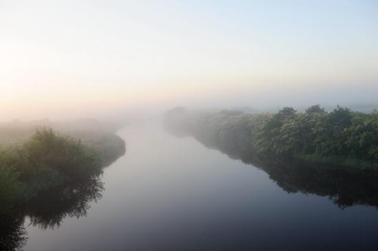 朝靄のサロベツ川