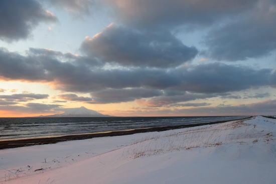 冬・稚咲内海岸の夕