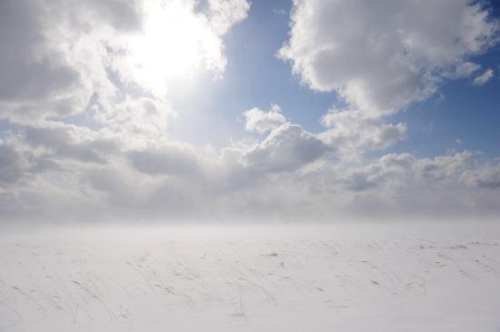 地吹雪の晴れ間に