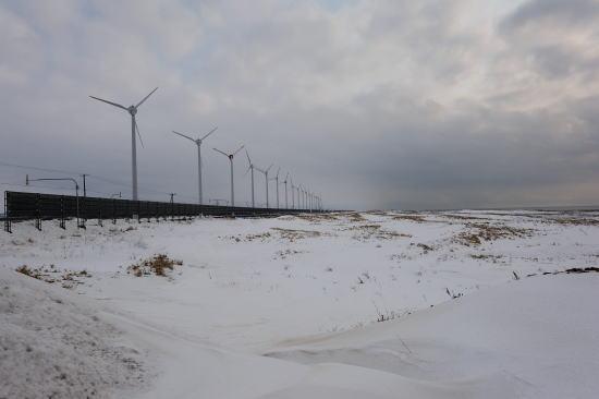 冬の発電風車