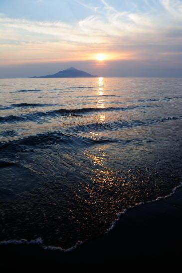 稚咲内海岸の夕日