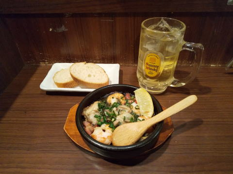 牡蠣と海老のアヒージョ バゲット付き、角ハイ