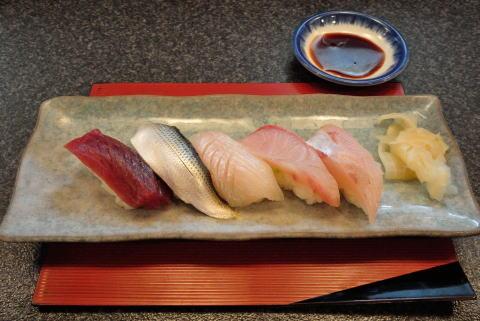 本日の鮮魚握り寿司