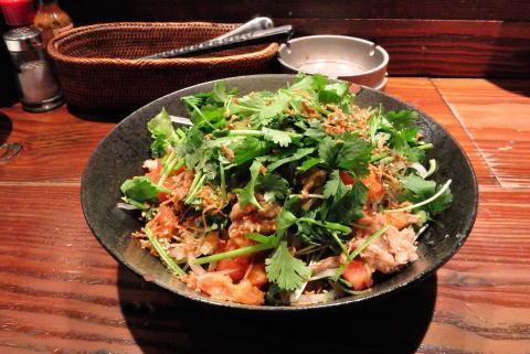 パクチーとツナとトマトのシャキシャキ大根サラダ