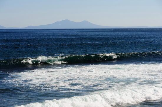 北方領土国後島を望む