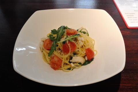 相模湾鮮魚とルッコラのスパゲティ