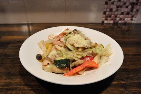 燻製ベーコンと季節野菜のアンチョビソテー