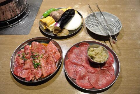 和牛(上)カルビ、牛タン(ネギ塩)、焼き野菜盛り合わせ