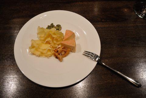 チーズ2種(マンステール、テデドモアンヌ)
