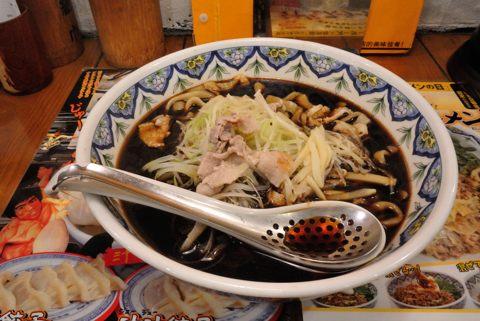 黒酢ラーメン(刀切麺)