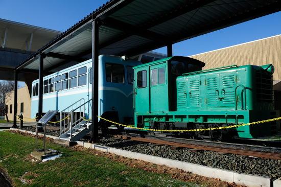 鶴居村営軌道ディーゼル機関車と自走客車