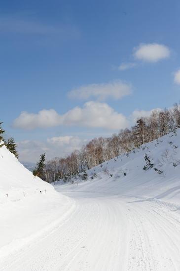雪の峠みち