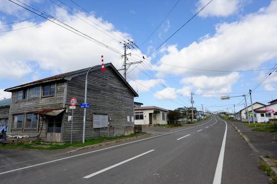 落石漁港付近の家並み
