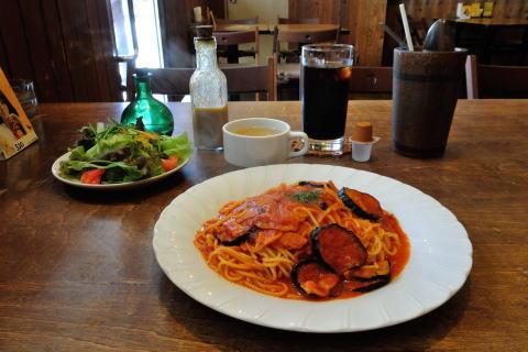 週替わりスパゲティ(ナスとトマトのスパゲティ)スープ付き+サラダとランチドリンク(ランチに追加)
