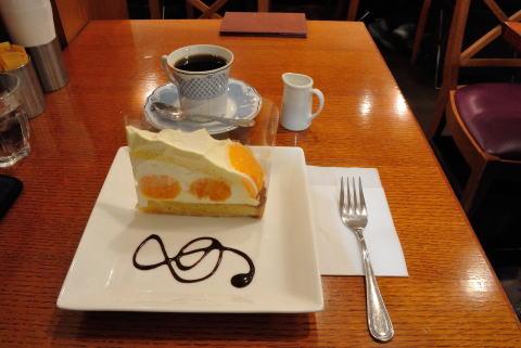 丸ごとみかんのチーズタルト、コーヒー