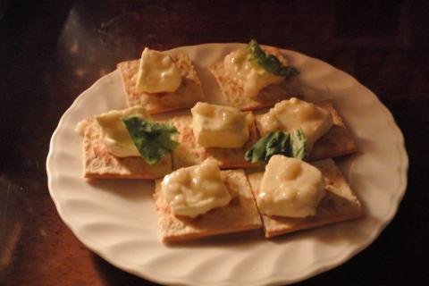 チーズの塩麹漬けクラッカー付き