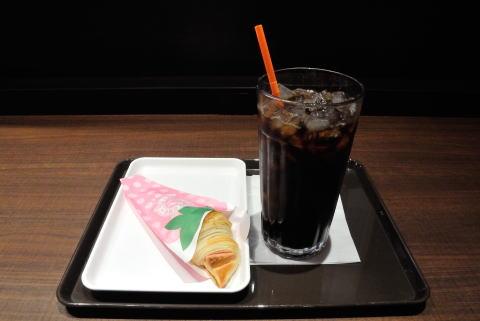 アイスコーヒーLサイズ、イチゴミルクチョコクロ