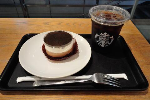ドリップ アイスコーヒーTallサイズ 、チョコレートレイヤーケーキ