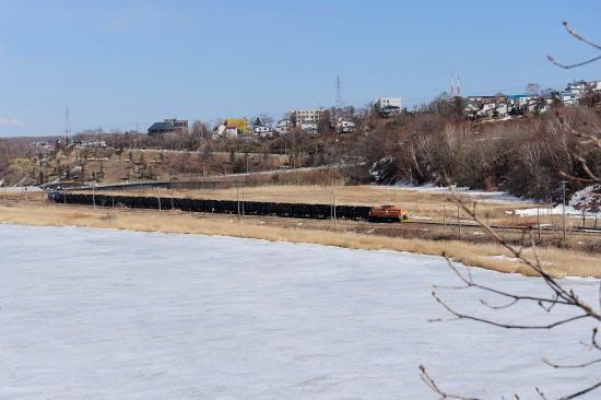 早春の春採湖をゆく