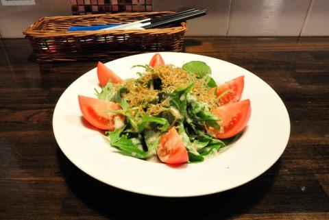 グリーンリーフのハリハリジャコサラダ
