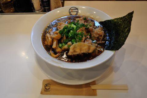 肉そば(丸鶏スープ)