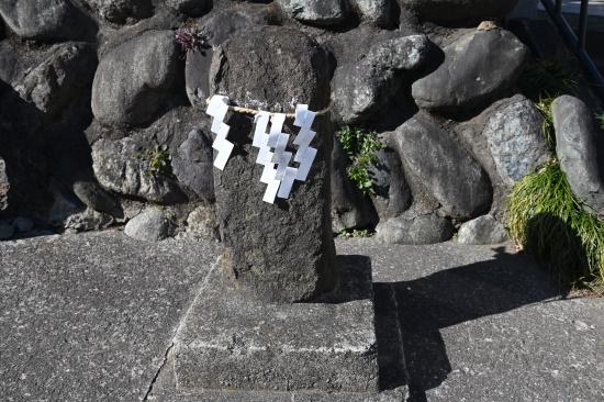 日枝神社の横の石塔