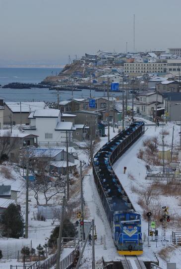冬の千代ノ浦の町をゆく