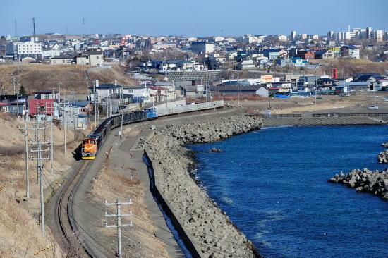 千代ノ浦をゆく石炭列車