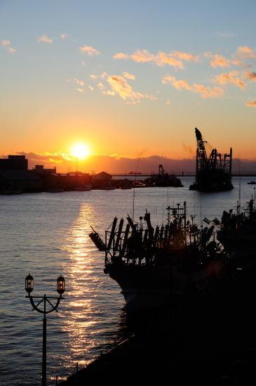 MOOから望む釧路川河口の夕日