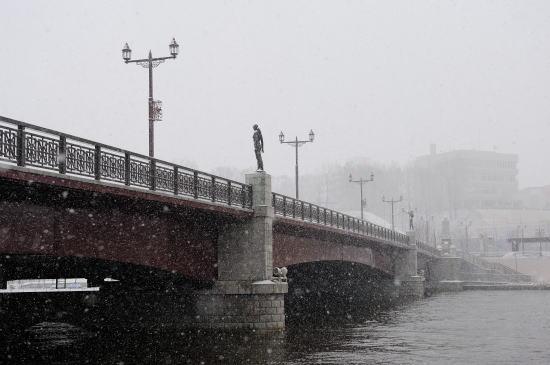 雪降る幣舞橋にて