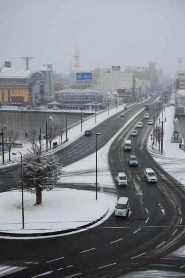 雪の日のロータリーと北大通