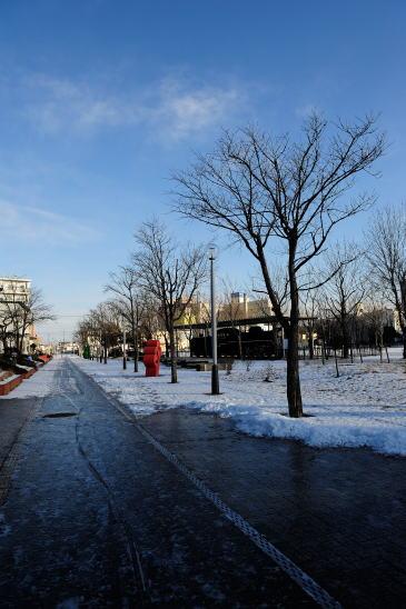 旧釧路停車場(のちの浜釧路駅)に続く線路跡の遊歩道