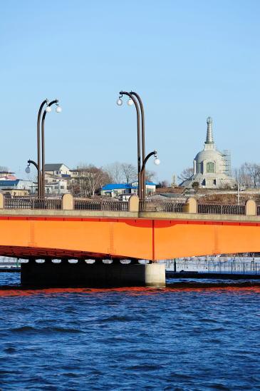 久寿里橋と仏舎利塔