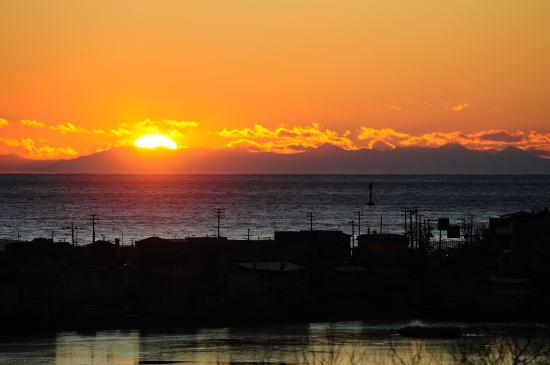 日高山脈に落ちる夕日