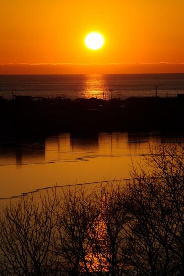 夕日の千代ノ浦と春採湖
