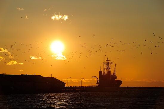 心に沁みる釧路港の夕日