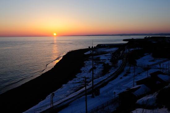 知人海岸の夕日…恋はみずいろ