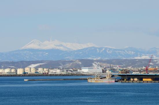 米町公園から遠く望む阿寒の山々