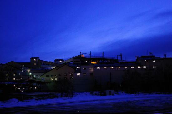 夕暮れの選炭工場