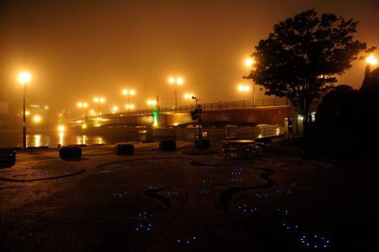 霧の夜の幣舞橋にて