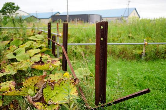 レールを使った柵