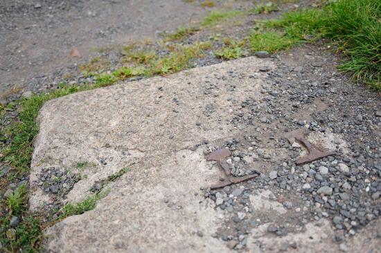 レールを使った柵の跡