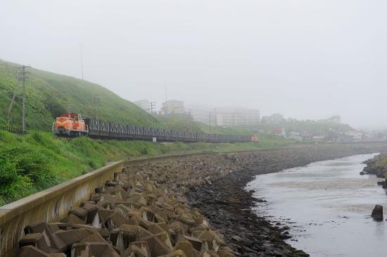 霧の弁天ヶ浜をゆく
