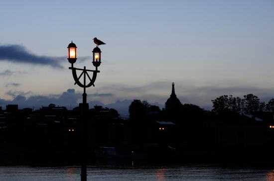 河畔の夜明け