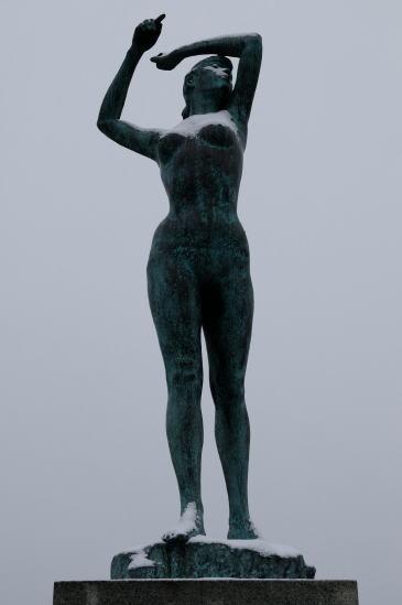 幣舞橋・道東の四季「冬の像」