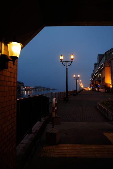 夕暮れの釧路川河畔