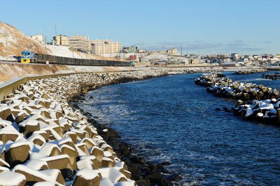 冬晴れ、弁天ヶ浜をゆく