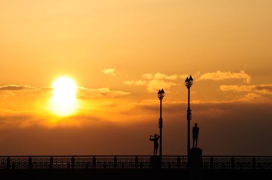 夕日と幣舞橋