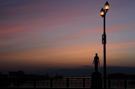 夕空の春の像