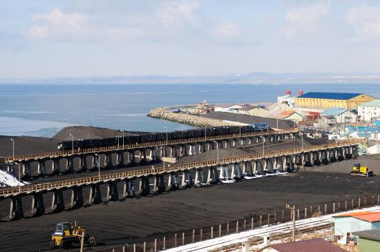 知人側の6ユニット(12両)は知人駅(貯炭場高架桟橋)に入りました。